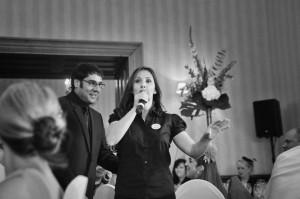 opera-singing-waiter-