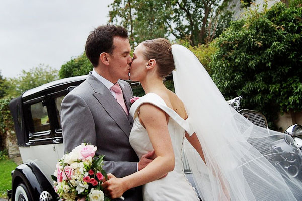 bride and groomkissing