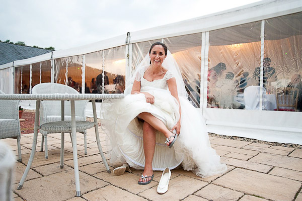 bride putting on flip flops