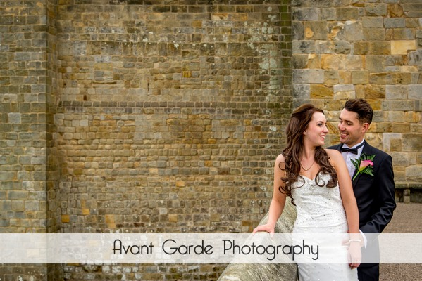 bride and groom wedding photo alnwick castle