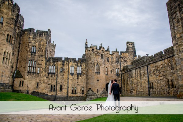 alnwick castle wedding photograph woth bride and groom kissing
